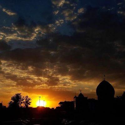 نمایی زیبا از غروب زیبای خورشید و امامزاده سید ابراهیم زنجان