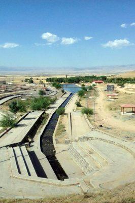 منظره اطراف از چشمه شاه بلاغی