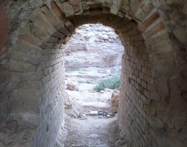 راهروی بنای کشف شده در تپه نور