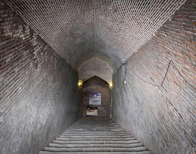 پلکان و فضای داخلی اب انبار سردار بزرگ قزوین