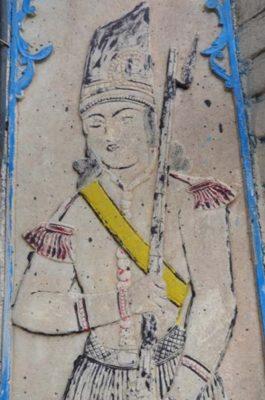 نقش حجاری سرباز قاجار شده درب ورودی حمام مردانه صفا