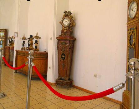 ساعت های موجود در موزه سنجش تبریز