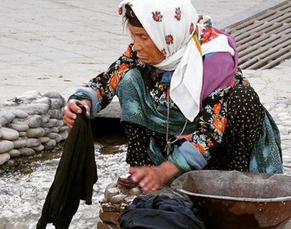 پوشش زنان روستای تاریخی درسجین