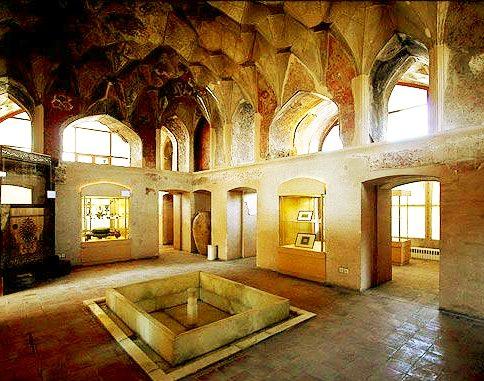 حوض کاخ چهلستون قزوین (عمارت کلاه فرنگی)