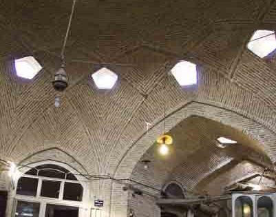 حجره ها و مغازه های سرای حاج ابراهیم (بورکچولر)
